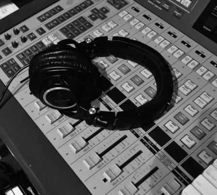 online-studio-drummer-phones-new