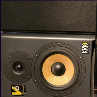 online-studio-drummer-speaker2